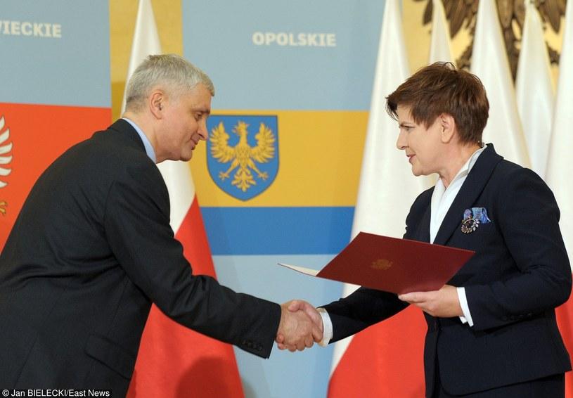 Bohdan Paszkowski odbiera akt powołania od premier Szydło /Jan Bielecki /East News