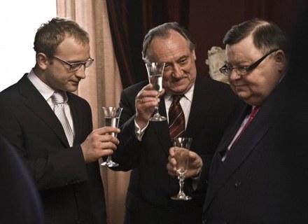 """Bohdan Stupka (w środku) w """"Sercu na dłoni"""" zagrał zepsutego przez pieniądze oligarchę /materiały dystrybutora"""