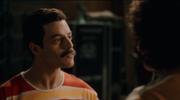 """""""Bohemian Rhapsody"""": Zobacz fragment z """"We Will Rock You"""". Fani oburzeni wpadką"""