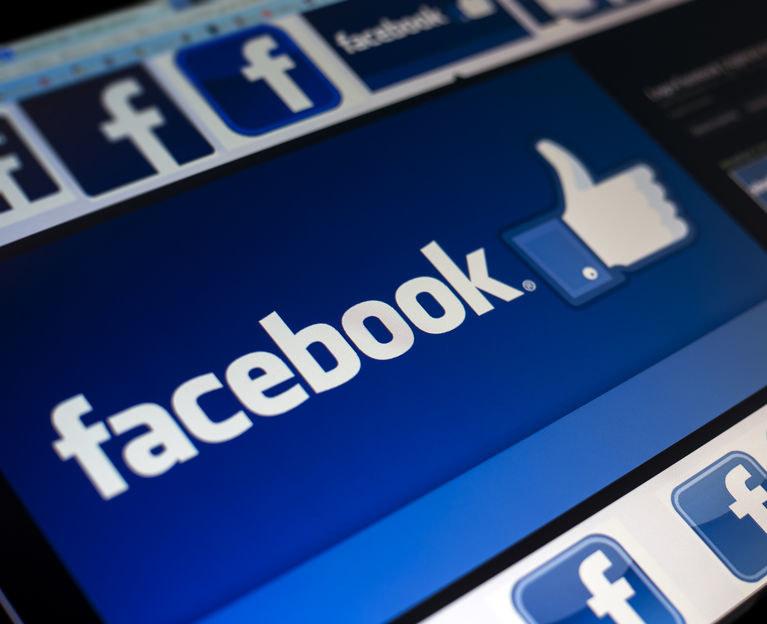 Bojkot reklamodawców na Facebooku trwa /123RF/PICSEL