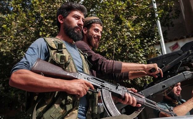 Bojownicy syryjskiej milicji wspieranej przez Turcję /SEDAT SUNA /PAP/EPA