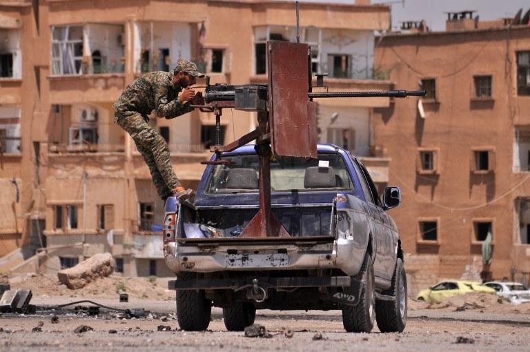 Bojownik z YPG; zdj. ilustracyjne /DELIL SOULEIMAN / AFP /AFP