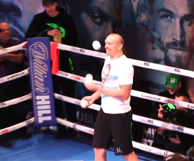 Boks. Trening medialny przed walką Joshua - Usyk. Ukrainiec pokazał umiejętności żonglerskie. WIDEO