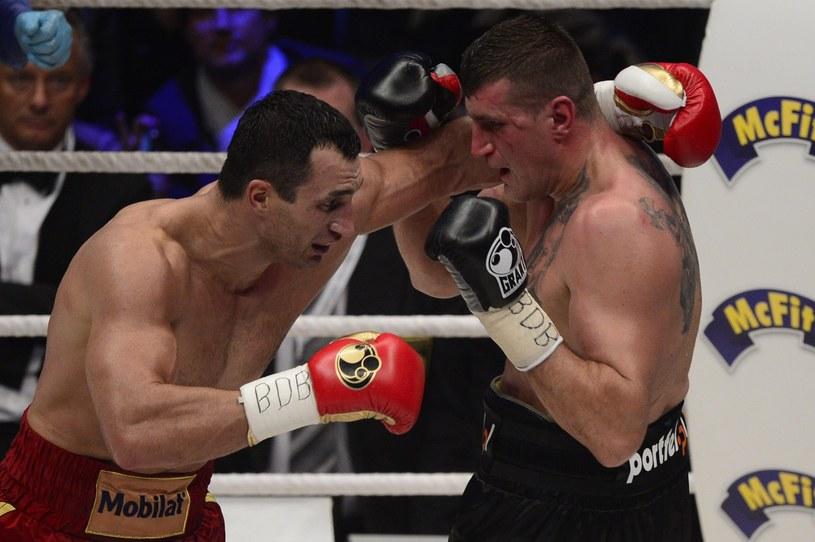Bokser wagi ciężkiej Mariusz Wach (z prawej) podczas pojedynku z Władimirem Kliczką /AFP