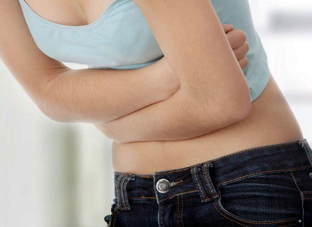 Ból brzucha może mieć wiele powodów /Picsel /123RF/PICSEL