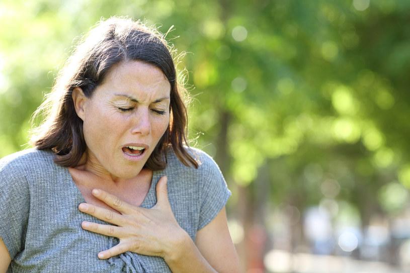 Ból brzucha, nudności, kaszel, uczucie zmęczenia mogą świadczyć o zawale /123RF/PICSEL