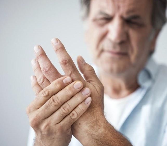 Ból dłoni /©123RF/PICSEL