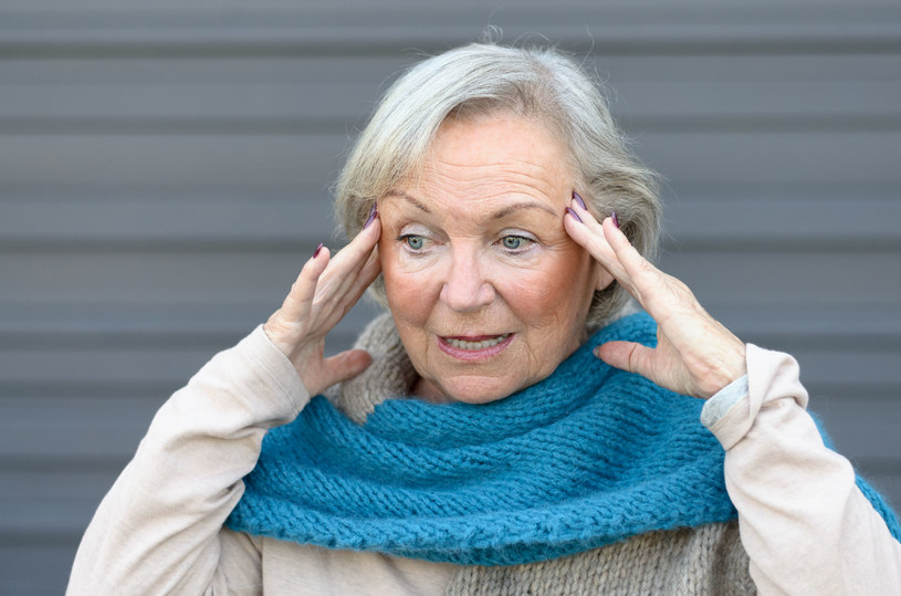 Ból głowy jest jednym z objawów skoku ciśnienia /123RF/PICSEL