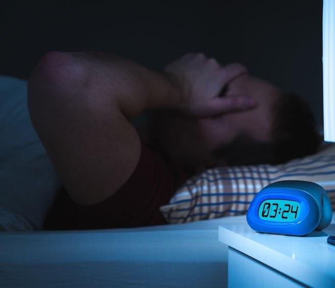 Ból głowy w nocy /©123RF/PICSEL