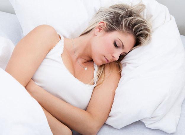 Ból jajników może być naprawdę silny /123RF/PICSEL