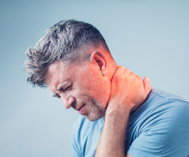 Ból karku: Co go wywołuje i jak się go szybko pozbyć?