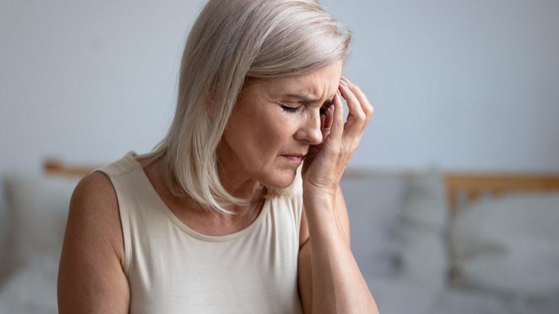 Ból migrenowy zwykle umiejscawia się po jednej stronie głowy, z przodu /123RF/PICSEL