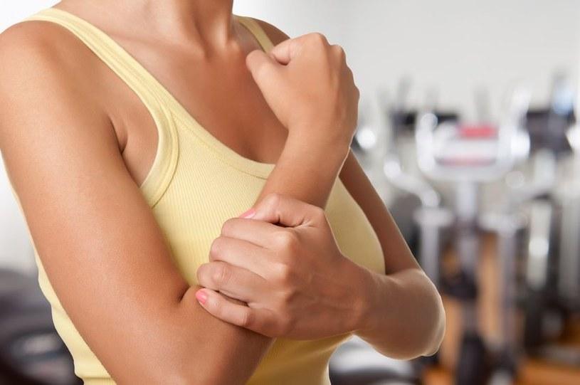Ból nadgarstka może mieć wiele przyczyn /123RF/PICSEL