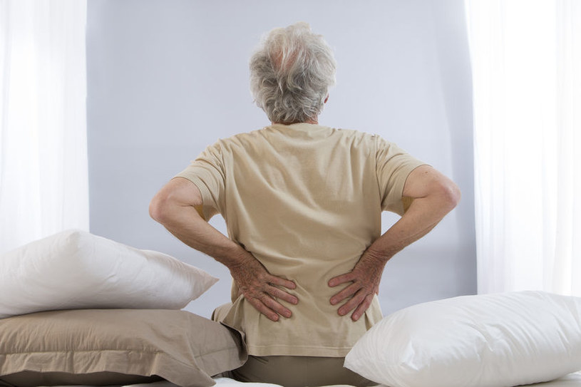 Ból pleców na pewnym etapie życia może być problemem /123RF/PICSEL