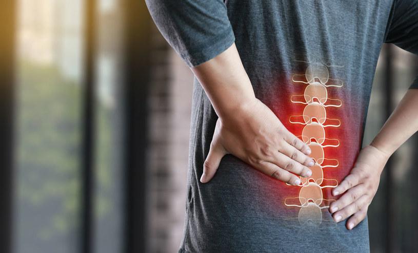 Ból pleców /©123RF/PICSEL