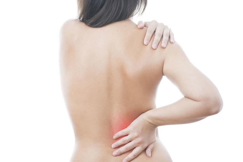 Ból pojawia się wówczas, kiedy kamień (lub kamienie) zaczyna się przemieszczać /123RF/PICSEL