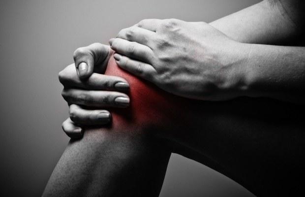 ból stawów folia aluminiowa /© Photogenica