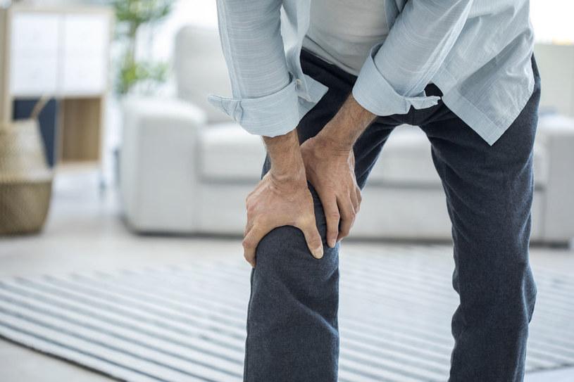 Ból stawu kolanowego /©123RF/PICSEL