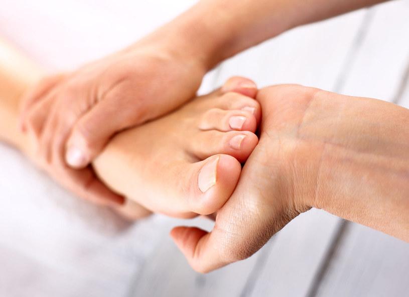 Ból stóp to zawsze sygnał do wizyty u lekarza /Picsel /123RF/PICSEL