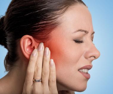 Ból ucha - przyczyny i sposoby na radzenie sobie z bólem uszu