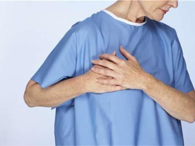 Ból w klatce piersiowej i lewym ramieniu /© Photogenica