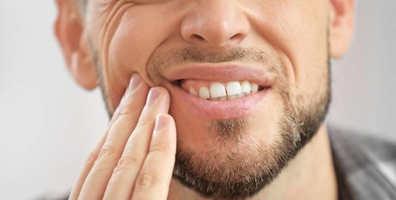 Ból zęba jest uporczywy /123RF/PICSEL