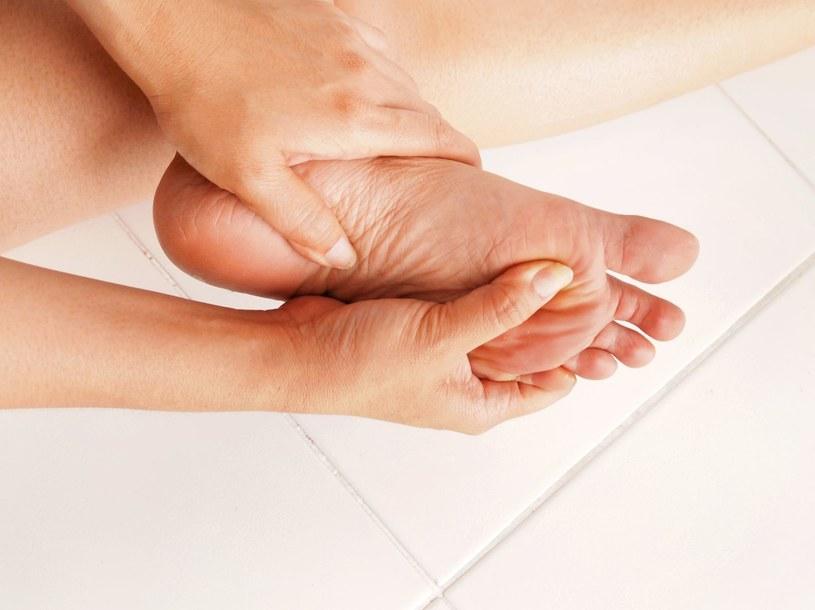 Bolące stopy to bardzo nieprzyjemna dolegliwość /123RF/PICSEL