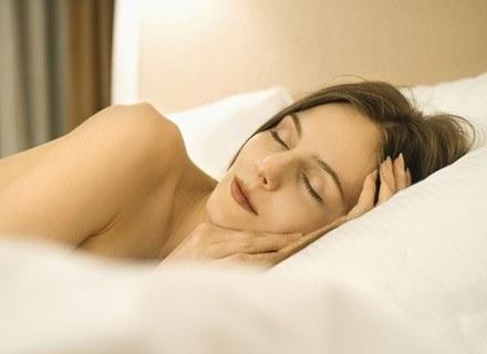Bóle brzucha we wczesnym okresie ciąży odczuwa prawie każda kobieta /ThetaXstock
