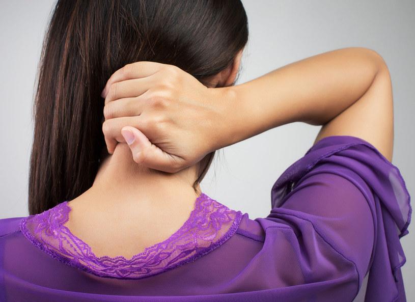 Bóle karku często są efektem przewlekłego stresu /Picsel /123RF/PICSEL