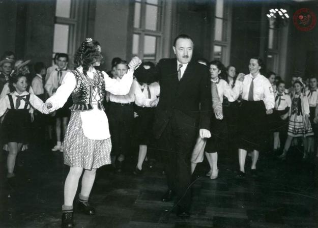 Bolesław Bierut podczas balu noworocznego /Archiwum Akt Nowych