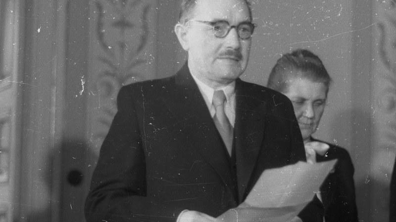 Bolesław Bierut wypowiedział wojnę chorobom wenerycznym /PAP