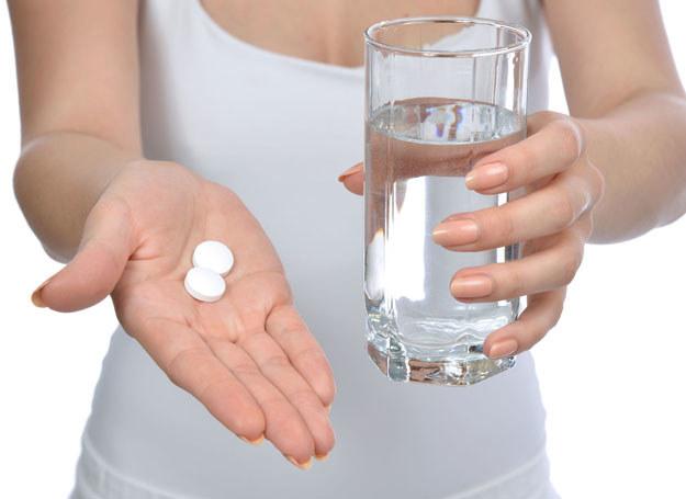 Boli cię głowa? Nie sięgaj od razu po tabletkę! /123RF/PICSEL