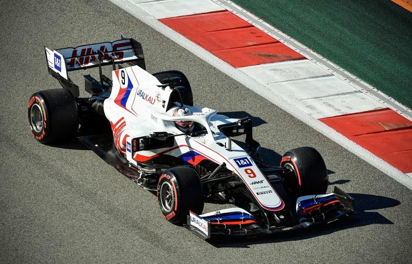 Bolid Haas na sezon 2021 /AFP/AFP ALEXANDER NEMENOV /AFP