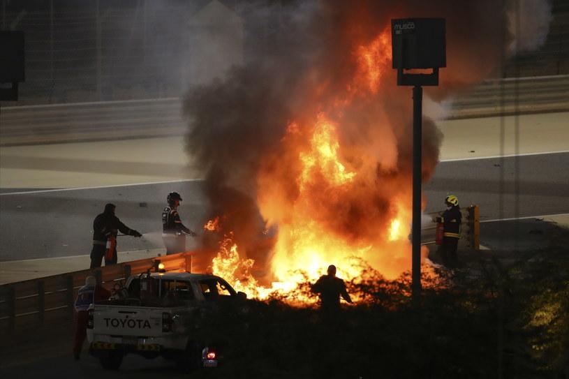 Bolid Romaina Grosjeana spłonął doszczętnie /PAP/EPA