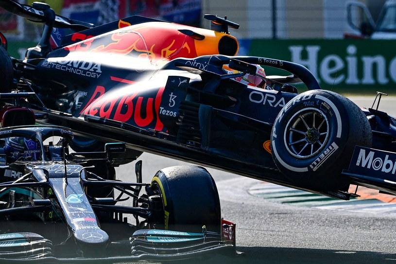 Bolidy Lewisa Hamiltona i Maxa Verstappena /AFP/AFP ANDREJ ISAKOVIC/ /AFP