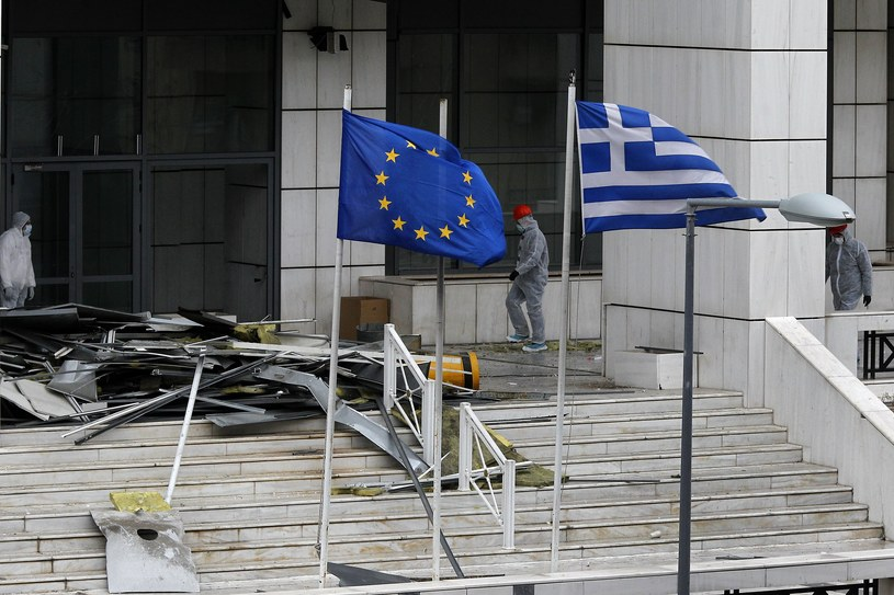 Bomba wybuchła w piątek przed jednym z greckich sądów / EPA/ALEXANDROS VLACHOS  /PAP/EPA