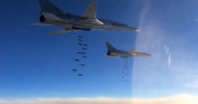Bombardowanie celów Państwa Islamskiego w Syrii /PAP/EPA