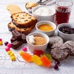 Bomby cukrowe: Produkty, które zawierają najwięcej cukru