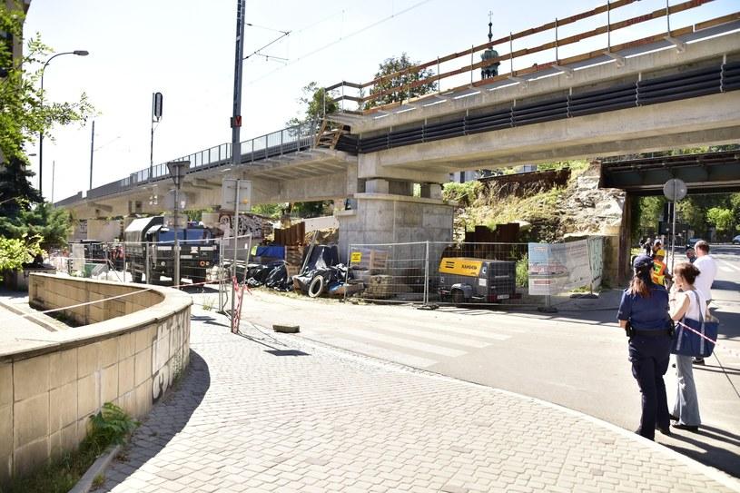 Bomby znaleźli robotnicy podczas prac przy budowie nasypu kolejowego w rejonie ulic Blich i Kopernika w centrum Krakowa /Albin Marciniak /East News