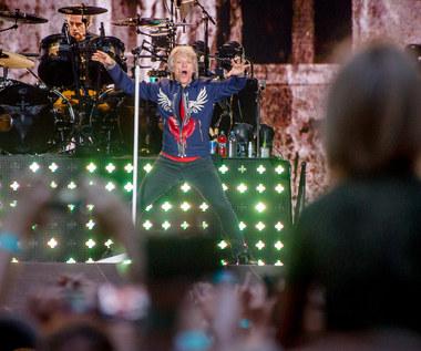 Bon Jovi w Warszawie: Butelka wódki i biało-czerwona flaga [RELACJA, ZDJĘCIA]