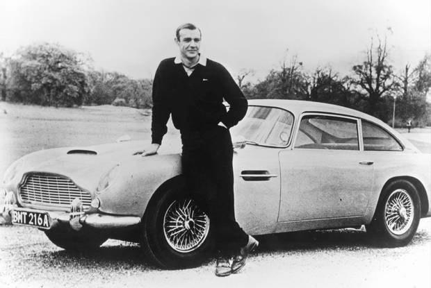 Bond i jego Aston Martin DB5 / Kliknij /INTERIA.PL