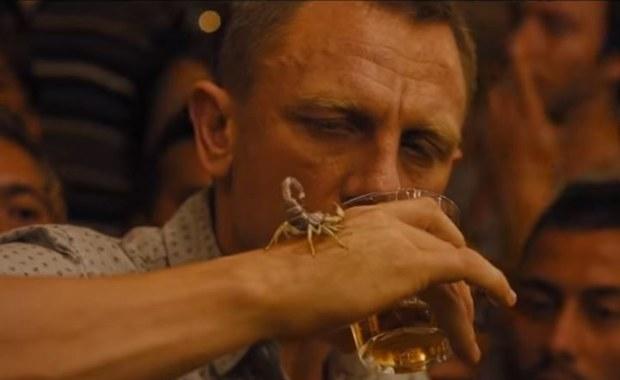 Bond powinien już dwa razy umrzeć. Od alkoholu...