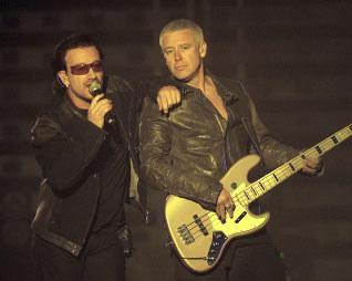 Bono i Adam Clayton /AFP