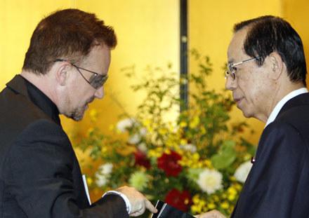 Bono i premier Japonii Yasuo Fukuda /arch. AFP