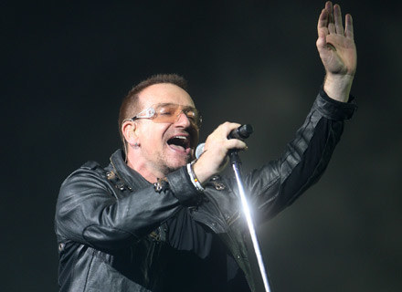 Bono (U2) pozdrawia fanów - fot. Dave Hogan /Getty Images/Flash Press Media