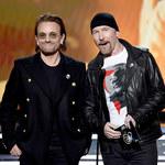 Bono (U2) wrócił na ulicę. Kolędowanie gwiazd dla bezdomnych