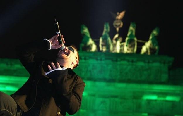 Bono (U2) zamawia 4 piwa fot. Sean Gallup /Getty Images/Flash Press Media
