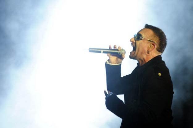 Bono - walczy z głodem, wirusem HIV i złymi komentarzami na Facebooku /AFP