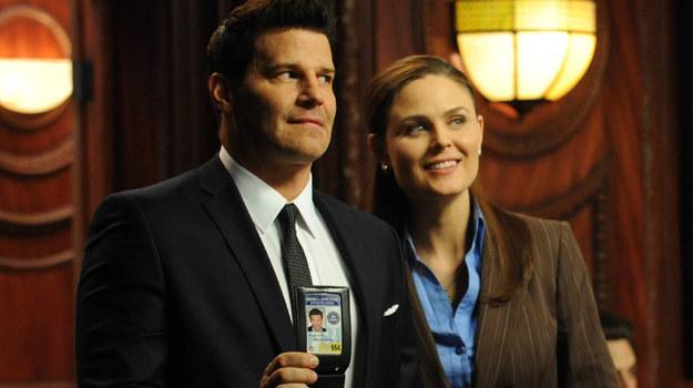 Booth od dawna nalega na zalegalizowanie ich związku. Brennan potrzebowała czasu. Musiała dojrzeć do tej decyzji. /Polsat