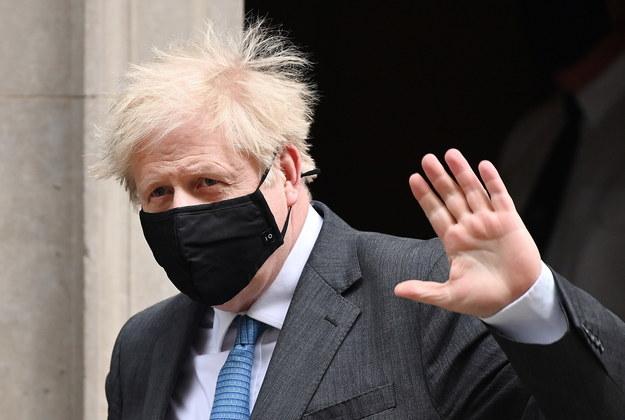 Boris Johnson jest zadowolony z umowy zawartej z UE / ANDY RAIN    /PAP/EPA